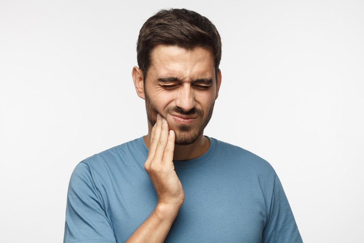 Ból zęba. Przyczyny, jak złagodzić ból, wizyta u dentysty i profilaktyka